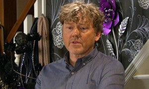 What is Daz hiding? A clip from tonight's hour of Emmerdale!